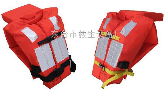 """船舶救生必备工具之一,根据结构样式划分,可分为背心式套头式、连身式、腋下式救生衣。根据材料划分,可分为固有浮力式,即采用固有浮力的材料(如木棉、软木、泡沫塑料救生衣);气胀式,即用压缩气体充胀的救生衣;混合式,即同时使用固有浮力材料和压缩气体充胀提供浮力的救生衣。根据功能划分,可分为工作救生衣,即渔业船舶从业人员作业时必须穿戴,以备落水时自救的救生衣,一般体积较小,结构为无领背心式;太平救生衣,即俗称""""救生救生衣"""",通常在一般落水求生的时候使用,一般为有领背心式。"""