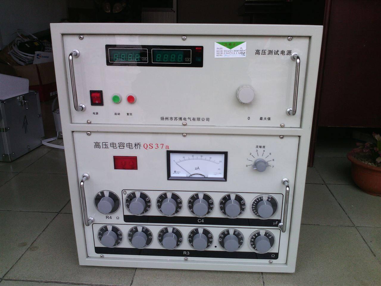 Mpa 尺寸重量 长×宽×高(mm)400×300×400 重量15kg TE120A型液体电极专用控温仪  TE120A型液体电极专用控温仪是新一代的绝缘油测量电极的专用控温智能化装置,可与国际通用的圆柱型绝缘油电极配套使用。保证绝缘油在规定时间内到达所需温度,并能恒定较长时间,以便通过高压电桥对绝缘油进行介质损耗因素(tgδ)、相对介电常数(er)进行精密测量。本产品温度显示采用内外温同时显示,加热控制采用两片单片机分别对内、外加热器进行加热